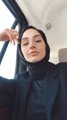 Modest Fashion Hijab, Street Hijab Fashion, Casual Hijab Outfit, Muslim Fashion, Mode Turban, Hijab Fashionista, Hijabi Girl, Muslim Girls, Beautiful Hijab