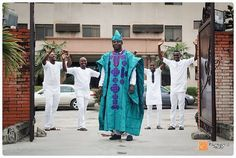 Abisoye with his gang having a fun time before dancing in for his #traditional #wedding in lagos. #asoebibella #asoebi #asoebispecial #boys #dudes #funpic #traditionalwedding #lagoswedding #lagosweddingphotographer #eikonworld