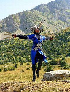 Ossetian dancer Alexander Dzusov.//La lezginka (aussi lesginka ou lezguinka) est le nom générique de danses traditionnelles pratiquées dans le Caucase et en Turquie orientale (à la frontière arménienne et géorgienne). Elles sont dansées soit par des hommes seuls soit en couple homme-femme (l'homme effectuant la danse dite de l'aigle, la femme celui du cygne)