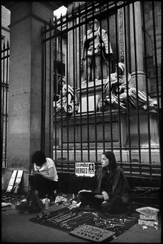 Henri Cartier-Bresson FRANCE. Paris. Rue de Rivoli. 1971.