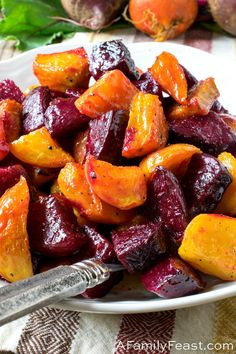 Made with red or golden beets (or a mix of both colors like we do), this easy Roasted Beets side dish is simple to prepare and delicious! Golden Beets Recipe, Roasted Beets Recipe, Roasted Beets And Carrots, Roasted Vegetables, Baby Beets Recipe, Red Vegetables, Veggies, Beet Recipes, Recipes