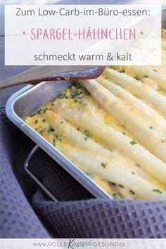 Passend zur Saison: Spargel mit Bärlauch-Soße! Dazu leichtes Hähnchen, das passt zu den warmen Temperaturen. Der Auflauf schmeckt warm und kalt, wenn du eine Möglichkeit hast dein Essen zu kühlen, kannst du es ohne Probleme mit zur Arbeit nehmen. Low Carb im Büro essen ist einfach, wenn man die richtigen Rezepte hat. Das Low Carb Rezept findest du auf www.volle-kanne-gesund.de #lchf #lowcarbhighfat #lowcarbrezept #lowcarb #spargel #bärlauch #abnehmen #lunchbox #mealprep
