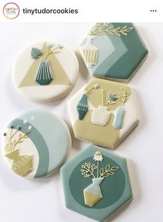 Fancy Cookies, Iced Cookies, Royal Icing Cookies, Cupcake Cookies, Sugar Cookies, Cookie Tutorials, Flower Cookies, Cookie Decorating, Decorated Cookies