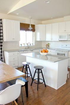 Beautiful small kitchen design ideas and decor 9 Kitchen Room Design, Kitchen Cabinet Colors, Modern Kitchen Design, Kitchen Layout, Home Decor Kitchen, Interior Design Kitchen, Kitchen Cabinets, Kitchen Ideas, Kitchen Designs