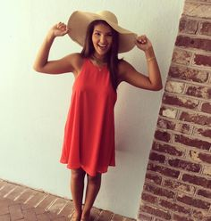 In a Derby Daze over this red @lucyloveclothing shift dress paired with the perfect Derby hat for your weekend Kentucky Derby Party {Dress $64 Hat $19} #willyjays #kingstreet #charleston #fashion #lucylove #kentuckyderby