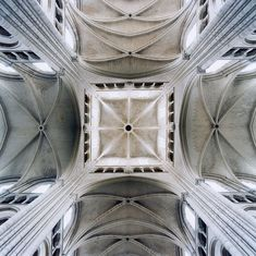Crossing, Laon Cathedral, Laon, France,2006 - by David Stephenson