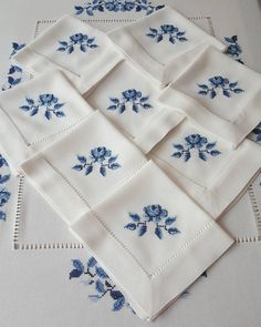 Slide the page to the side for stylish service sets. Hand Embroidery Patterns, Embroidery Stitches, Embroidery Designs, Cross Stitch Designs, Cross Stitch Patterns, Palestinian Embroidery, Needlepoint Pillows, Embroidery Fashion, Linen Napkins