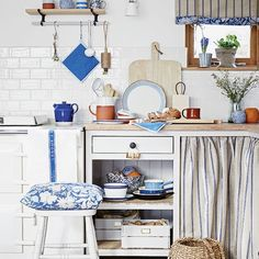 Take inspiration from the dairy, mill and farmyard using shades reminiscent of unbleached oats sacking with touches of denim blue for a nostalgic easy-on-the-eye scheme. This humble look is brought to life with no-nonsense enamelware and plain wood combined with sturdy rustic furniture