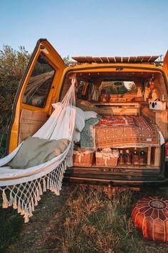 Kombi Hippie, Hippie Camper, Kombi Motorhome, Fun Sleepover Ideas, Sleepover Room, Kombi Home, Granola Girl, Van Home, Vw Vintage