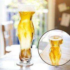 Dir fehlt noch ein lustiger Gag für den nächsten Herrenabend? Dieses Bierglas in Form eines Frauenkörpers sorgt garantiert für Erheiterung in Eurer Runde. via monsterzeug.de