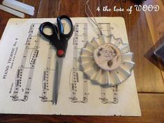 4 the love of wood: SHEET MUSIC TREE ORNAMENT - tutorial