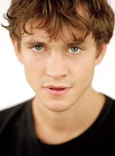 A rare pic of a young and exceptionally pretty Hugh Dancy. What about a University AU with Hannibal as a prof?