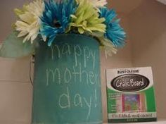 chalk board paint on paint can for flowers Paint Buckets, Paint Cans, Chalkboard Paint, Painting Cabinets, Garden Planters, Happy Mothers, Diy Gifts, Chalk Board, Craft Projects