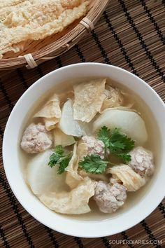 Bean Curd and Meatballs Soup - Souper Diaries Quick Soup Recipes, Chinese Soup Recipes, Asian Recipes, Cooking Recipes, Healthy Recipes, Ethnic Recipes, Meatball Soup, Asian Kitchen, Asian Soup
