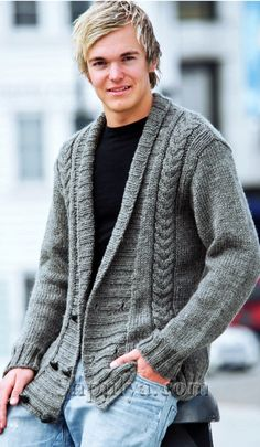 and a grey sweater dress in Paris. Mens Knitted Cardigan, Knit Jacket, Jacket Men, Gents Sweater, Bodybuilding Clothing, Knitwear Fashion, Sharp Dressed Man, Jacket Pattern, Fall Winter Outfits