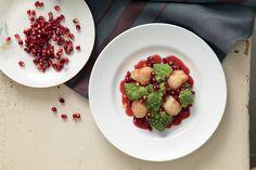 Insalata di topinambur e broccoli con salsa di melagrana