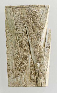 La forteresse de Ziwiyé |  Fragment de plaquette figurant un génie ailé - Luristan | Site officiel du musée du Louvre