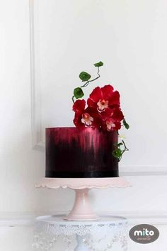 This wondrously romantic, oxblood-colored one. 24 Spectacular One-Tier Wedding Cakes Small Wedding Cakes, Beautiful Wedding Cakes, Gorgeous Cakes, Pretty Cakes, Amazing Cakes, Cake Wedding, Red Wedding, Wedding Bride, Floral Wedding