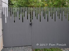 Pvc pipe fence fredericksburg garden in 2019 деревянные заборы, забор, ши. Front Gate Design, Main Gate Design, Door Gate Design, House Gate Design, Diy Gardening, Diy Garden Fence, Backyard Fences, Garden Pallet, Easy Garden