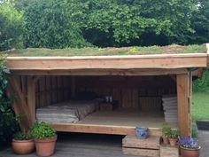Shelter til bunden af haven.