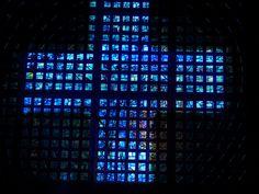 Weg der Kreuze Es ist ein fotografisch simples Bild. Eine Innenaufnahme von der Kaiser-Wilhelm-Gedächtnis-Kirche in Berlin. Das Innere ist ohnehin faszinierend, ein ruhender Pol in hektischen Zeiten. Darüber hinaus in Himmelsblau gehalten. Wirkt absolut beruhigend. Ich habe nun auf die Fenster ein Kreuz gelegt. Aus der Fläche wird ein Kreuz. So sind Ruhe, Form und Farbe eine harmonische Verbindung eingegangen. Kaiser Wilhelm, Kirchen, Skyscraper, Berlin, Indoor Photography, Photographers, Crosses, Windows, Art