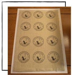 Comme beaucoup, j'utilise le papier d'imprimante transfert sur textile pour personnaliser, vêtements ou tissus. Si l'emploi et le coup de ce papier reste simple et accessible, la finition &plastifiée& ne me donne pas entière satisfaction. C'est pourquoi,...
