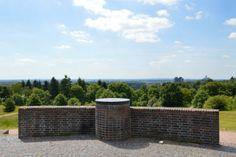 Uitzichtpunt vanaf Hoogte 80, dat uitkijkt over het oostelijke gedeelte van de stad, de IJssel en de Liemers.