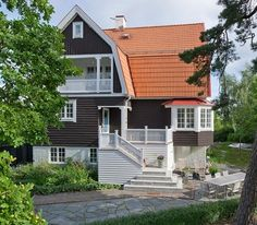 entrance with storage beneath Mansard Roof, Scandinavian Design, Beautiful Homes, Entrance, New Homes, House Ideas, Villa, Cottage, Outdoor Structures