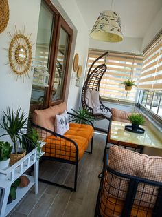 Style At Home, Small Porch Decorating, Home Decoracion, Home Porch, Balcony Design, Family Room Design, Layout Design, Home Decor Accessories, Apartment Living