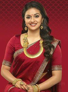 Keerthi Suresh in Long Kasu Mala Most Beautiful Indian Actress, Beautiful Actresses, Beauty Full Girl, Beauty Women, Women's Beauty, Black Beauty, South Indian Bride, Indian Beauty Saree, Indian Sarees