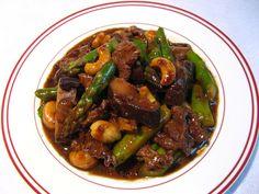 Cashew Asparagus Beef (腰果蘆筍牛肉, Jiu1 Gwo2 Lou4 Seon2 Ngau4 Juk6)