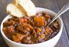 C'est une recette super facile qui constitue un repas de semaine parfait! Un délicieux ragoût de bœuf à la sauce tomates. Miam