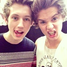 Bradley Will Simpson (TheVampsBrad) on Twitter... let me die here. i wanna meet troye.