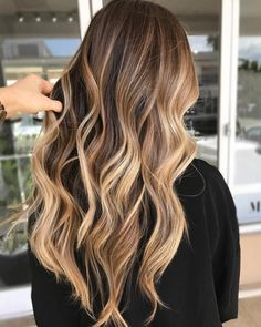 20 light brown hair looks and ideas haare hair, hair color b Brown Hair With Blonde Highlights, Brown Hair Balayage, Hair Color Balayage, Hair Highlights, Bright Blonde, Hair Colour, Caramel Highlights, Color Highlights, Balyage Long Hair