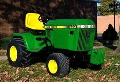 JOhn Deere 420-RightFront.Love the 19.9hp 400. John Deere Garden Tractors, Lawn Tractors, Small Tractors, Compact Tractors, Old Tractors, John Deere 400, John Deere Toys, Types Of Lawn, John Deere Equipment