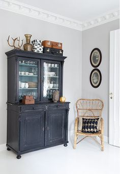 Love the stepback cabinet Upcycled Furniture, Painted Furniture, Home Furniture, Furniture Buyers, Furniture Design, Painted China Cabinets, Grey Cabinets, Home Staging, Home Goods
