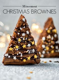 check out these Delicious festive brownies you NEED for Christmas dessert table. Easy to do it Brownie Peppermint Cheesecake Bars These Brownie Peppermint Cheesecake Bars are a combination of two f… Christmas Party Food, Xmas Food, Christmas Cupcakes, Christmas Sweets, Christmas Cooking, Christmas Dinner Dessert Ideas, Easy Christmas Cake, Christmas Fayre Ideas, Christmas Baking Gifts
