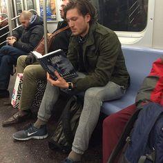 03-hot-dudes-reading-jonathan-glass.jpg (480×480)