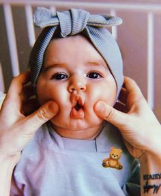 Cute Kids Pics, Cute Baby Girl Pictures, Cute Babies Photography, Baby Tumblr, Cute Baby Wallpaper, Cute Funny Babies, Foto Baby, Dad Baby, Cute Little Baby