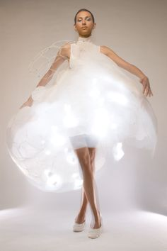 Philips Design - The Skin Probe Project (2006) Bubelle - Blush Dress : The project examines more 'analog' phenomena such as emotional sensing, and explores technologies that are 'sensitive' rather than 'intelligent'. This marvelously intricate wearable prototype is designed to respond to an individual's body and to create a visual representation of one's emotions.