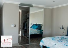 Walk in wardrobe, room divider, with mirror