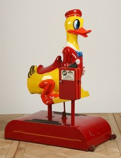 Very rare restored Donald Duck coin operated kiddie ride, x x Item was passed Vintage Bar, Vintage Games, Vintage Toys, Small Vending Machines, Penny Arcade, Disney Images, Kids Ride On, Donald Duck, Cool Kids