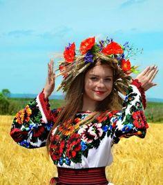 Ukrayna Kültürü Ulusal Kıyafetleri Ukrayna Kültürünün en önemli sembollerinden biri olan Ulusal Kıyafetleri n Kesim Biçimlerinin, Nakı...