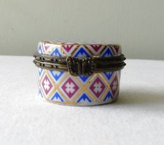 Vintage Limoges Porcelain Trinket or Pill Box By by LaCassoulere, €36.00