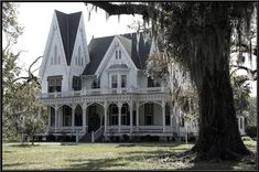 Ardoyne Plantation is a Victorian house built in the Gothic Revival style in 1894 in Houma, Louisiana. Photo by SalemCat (deviantART). This home is now open to the public for tours.