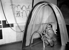 Eero Saarinen with sketches of the Gateway Arch, St. Louis, MO, 1958 http://www.nest.co.uk/browse/designer/eero-saarinen Image: Yale University Archives, via Knoll.