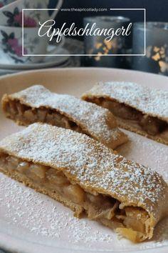 Apfelschlangerl (Apfelkuchen / Strudel) #apple #cake #pie #apfel #kuchen #strudel #backen #schnell #einfach