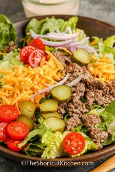 Cheeseburger Salad Ground Beef Dishes, Ground Beef Recipes, Cheeseburger Salad Recipe, Chicken Macaroni Salad, Lettuce Salad Recipes, Raw Vegetables, Summer Dishes, Chopped Salad, Easy Weeknight Meals