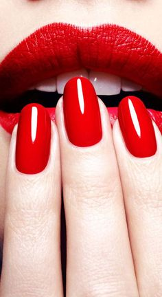 Red lips and nails in motives lipstick(citrus) and nail polish(red stiletto)! Red Nails, Hair And Nails, Red Manicure, Kiss Nails, Oval Nails, Black Nails, Liquid Nails, Glitter Lips, Red Glitter