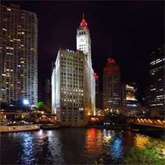 glad to get back home – nothing like it #HappyWeekend #NightLight #Chicago #MichiganAve #RiverBridge #Downtown #ChicagoRiver #Reflection #GoodNight
